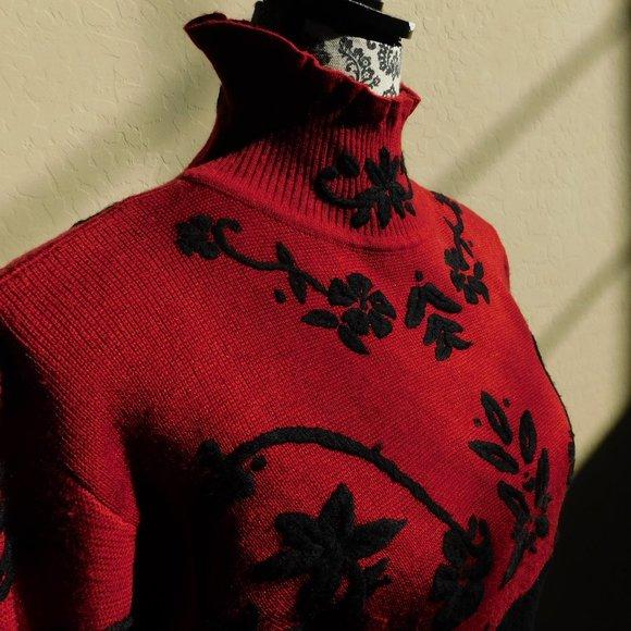 Vtg Nils wool embroidered empire waist ski sweater
